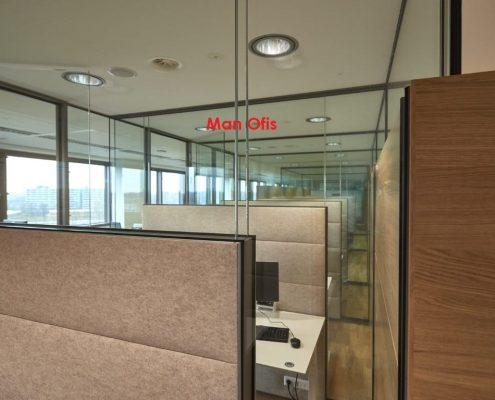 مكتب رجل - جدار التقسيم اسطنبول