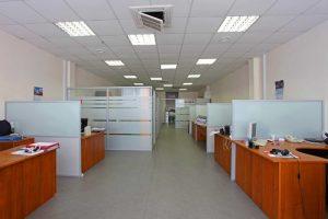 حاجز زجاجي فاصل (2) مكتب الرجل