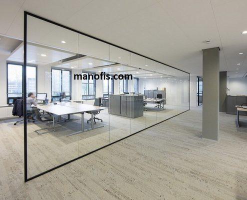 مكتب رجل - قسم الزجاج